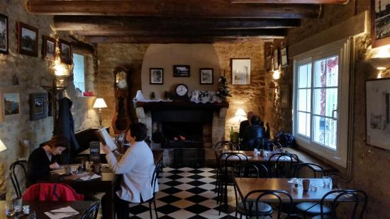 Vernegues, France: Inside the creperie