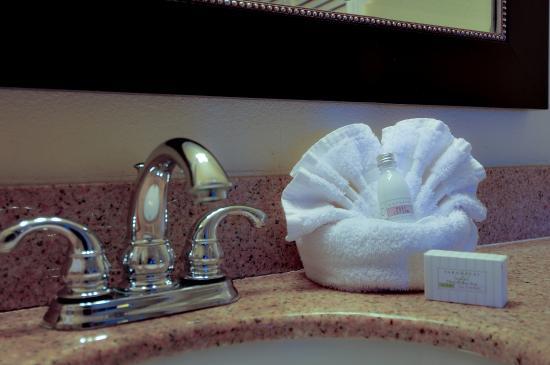 Whittier, CA: Bathroom Sink
