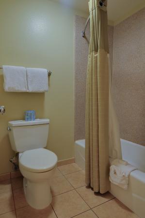 Whittier, CA: Bathroom
