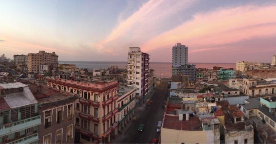 Warm family home in Havana!