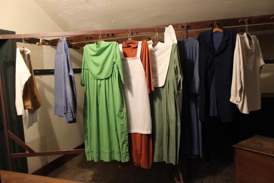 Harrodsburg, Кентукки: Clothing are but a few items available for viewing of items discovered.