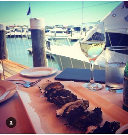 ‪‪Blakehurst‬, أستراليا: Oysters, vino and the view...‬