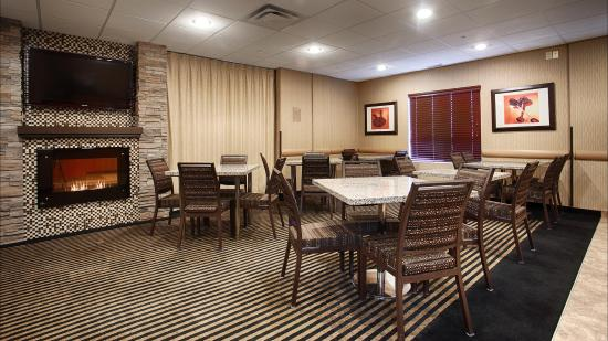 BEST WESTERN PLUS South Edmonton Inn & Suites: Breakfast Room!