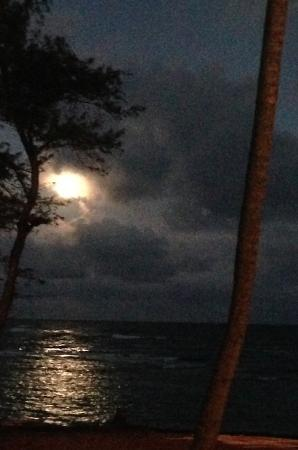 Pono Kai Resort: Full Moon rising