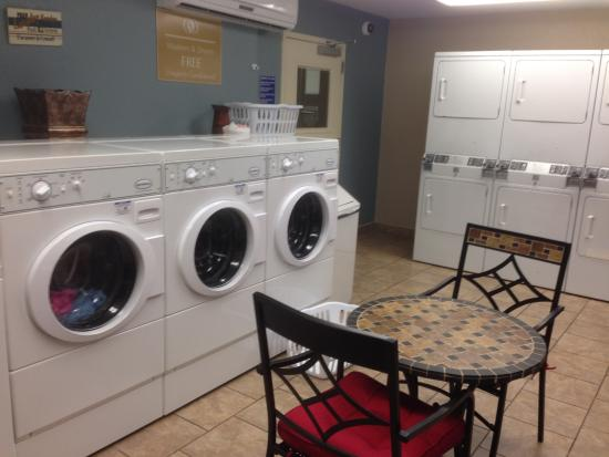 Candlewood Suites Orange County/ Irvine East: Laundry room