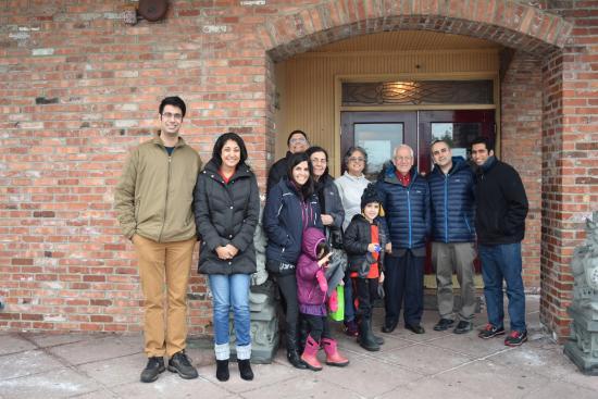 Элк-Гроув-Виллидж, Илинойс: Friends & family at Hibachi