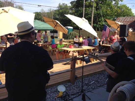 Lake Ann, MI : Band on the back patio