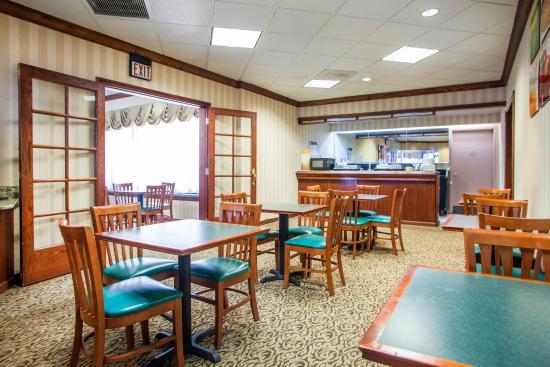 อินดิเพนเดนซ์, มิสซูรี่: Hot BreakFast Center Healthy Fresh & Hot at Q-Cafe at Quality Inn & Suites Kansas City I-70 East