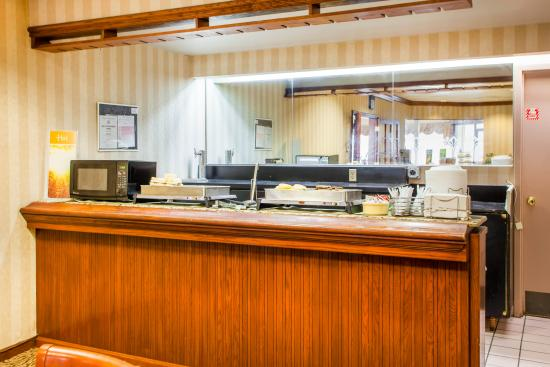 Free Full Hot BreakFast at Quality Inn Independence Missouri