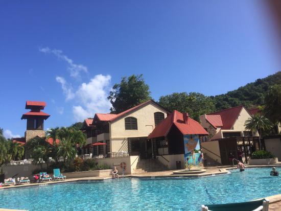 Renaissance St. Croix Carambola Beach Resort & Spa: Pool and Bar restaurant