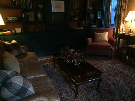 Paris, VA: Sitting Room