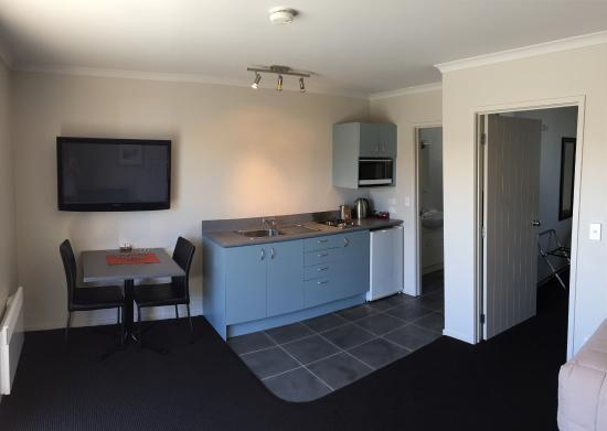 Admiral Court Motel & Apartments : Loved the kitchen and the spacious room!