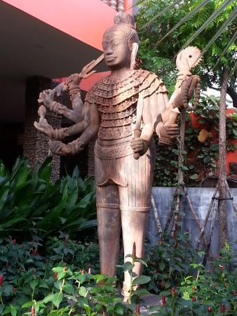 Golden Temple Hotel: Entrance