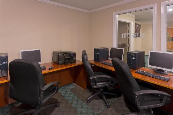 La Quinta Inn Everett: Business center