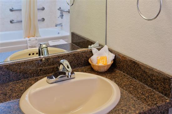 La Quinta Inn Everett: Guest room