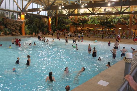 Splash Lagoon Indoor Water Park Resort: Wave Pool