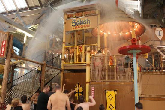 Splash Lagoon Indoor Water Park Resort: Bucket Tipping