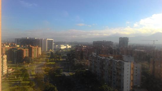 Radisson AR Hotel Bogota Airport: Esta era mi vista en las mañanas y de noche era mejor.