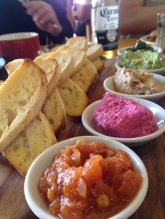 写真Carmel's Cafe Bar and Grill枚
