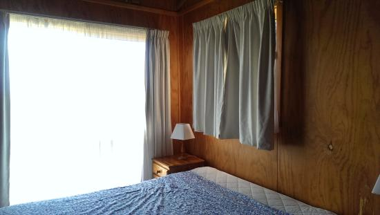 Jenolan Cabins: double bed