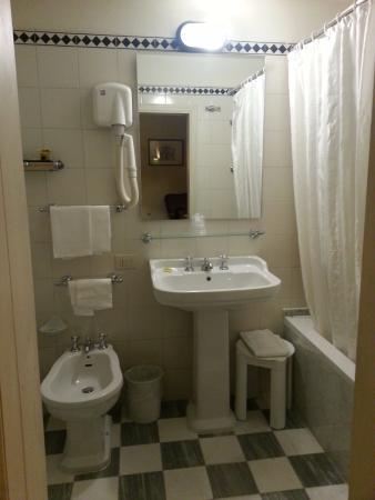 Hotel Loggiato dei Serviti: Bathroom aspect 2