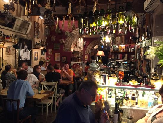 Inside dining room picture of cantina e cucina rome for Cantina e cucina rome