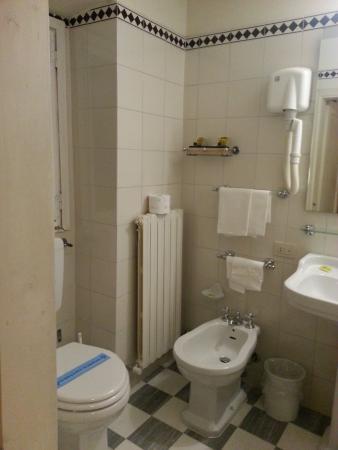 Hotel Loggiato dei Serviti: Bathroom aspect 1
