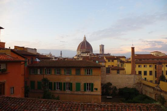 Hotel Loggiato dei Serviti: View from room  towards Duomo