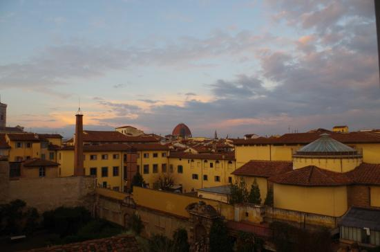 Hotel Loggiato dei Serviti: Another view from room
