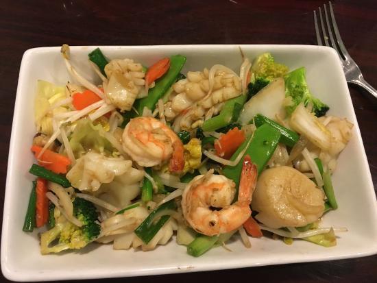 Arunee Thai Kitchen Restaurant Delivery Order Online Los Angeles 240 N Virgil Ave 1 Postmates