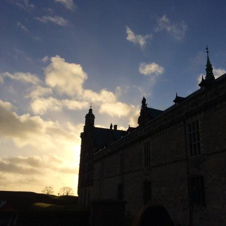 how to get to kronborg castle from copenhagen