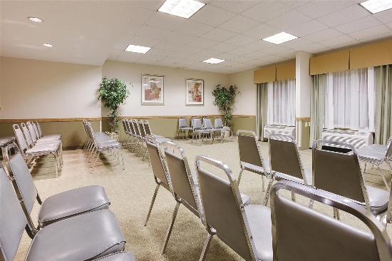 Radiance Inn And Suites: Meeting room