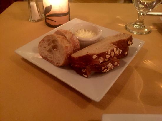Jessica's at Swift House Inn Restaurant: Bread Plate