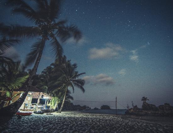 El Ecolodge Nautilos de noche