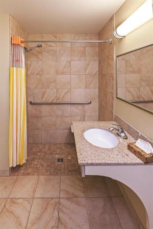La Quinta Inn & Suites Stillwater : Guest room