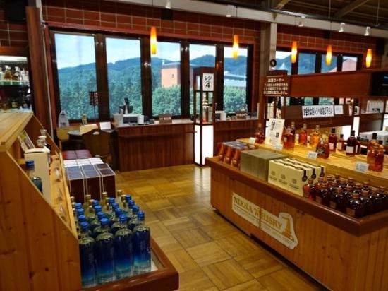 Nikka Whisky Sendai Factory Miyagikyo Distillery: お土産コーナー
