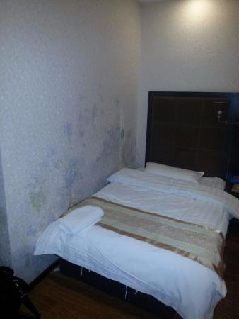 Yamei International Hotel: Room is horribly dirty