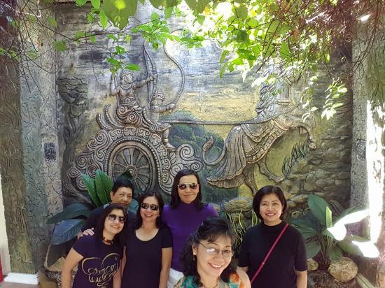 Cintai by Corito's Garden: Attention getting asian design.