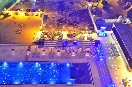 The Kingsbury: View of Pool cafe from Sky lounge