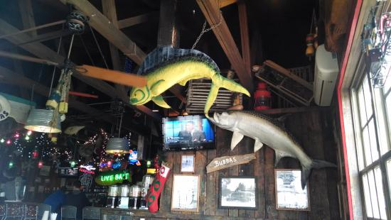 Decor is beach tacky and fun picture of bubba 39 s fish for Bubbas fish shack