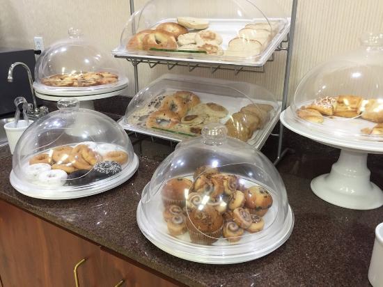 Comfort Suites: continental breakfast