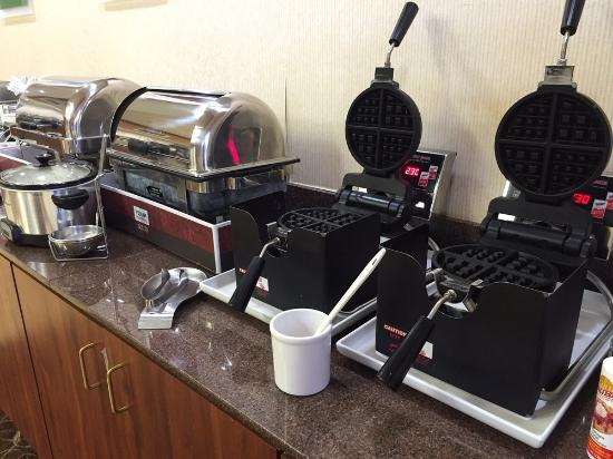 Comfort Suites: continental breakfast