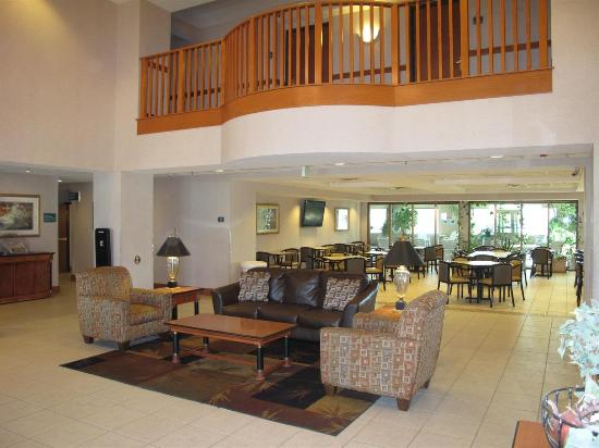 Carter Lake, IA: Lobby view