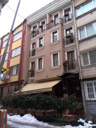 Blue Istanbul Hotel: ホテル外観