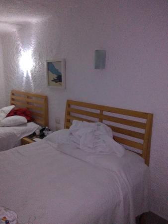 Sotavento Hotel & Yacht Club: Sábanas duras y calientes