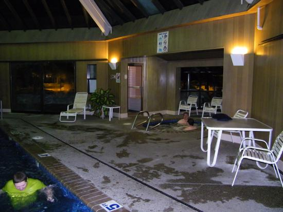Wallace Inn: hot tub area