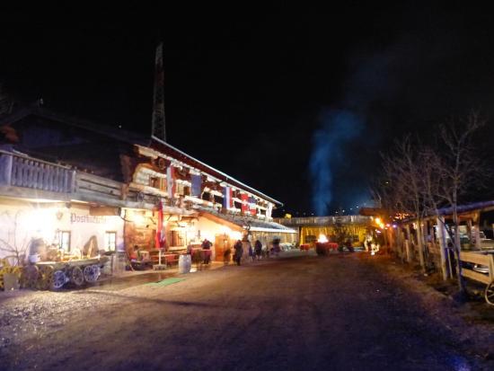 Axams, ออสเตรีย: Postkutscherhof Nachts