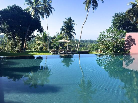 Angulugaha, Sri Lanka: Pool side