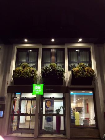 ibis Styles Honfleur: façade nuit