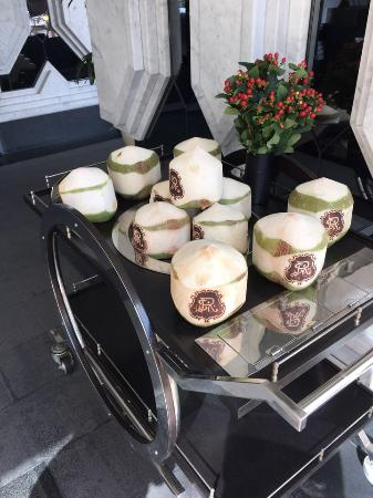 The St. Regis Bangkok : coconut